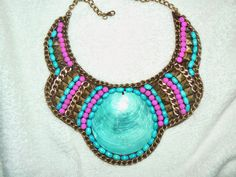 collares babero de fieltro - Buscar con Google Maxi Collar, Bib Necklaces, Beading Projects, Stone Necklace, Beaded Embroidery, Beautiful Necklaces, Fashion Prints, Collars, Jewelry Watches