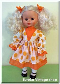 3a7297387e24 Πάρα πολύ όμορφη και ιδιαίτερη κούκλα σε μικρό μέγεθος. Με πολύ ωραίο  ντύσιμο χαρακτηριστικό της περιόδου εκείνης. Η κούκλα και τα ρούχα της ...
