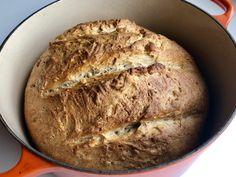 Surdeigs grytebrød av spelt med solsikkekjerner – Henriettes matblogg Bread, Baking, Food, Brot, Bakken, Essen, Meals, Breads, Backen