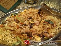 Νουτλς της Ιωάννας Greek Recipes, Asian Recipes, Ethnic Recipes, Macaroni Spaghetti, Chinese Coleslaw, Exotic Food, Spring Rolls, Chinese Food, Stir Fry