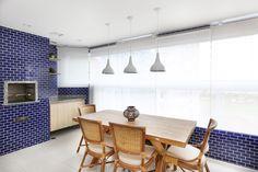 apartamento-de-70-m2-ganha-espaco-ao-trocar-paredes-por-moveis-multiuso (12)