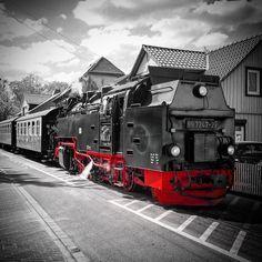 #harz #vintage #museum #railroad #wernigerode #hsb #igersbahn #igersbnw #eisenbahn  #schwarzweiss #colorsplash #splash_addict #bnw #bnw_captures #bnwsplash_flair #blackandwhite #steamtrain #steamengine #train #train_nerds #schmalspurbahn #germany #holidays #traveling #vintagestyle #romantic #historic #technology by clickchecker
