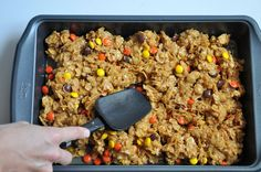 Peanut Butter Cornflake Bars with Reese's Pieces - this heart of mine Cornflake Recipes, Peanut Recipes, Cornflake Candy, I Love Food, Good Food, Yummy Food, Tasty, Dessert Drinks, Dessert Recipes