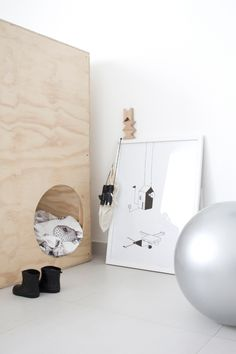 The playful and minimalistic print 'little house in trouble' made by sofiEjensen can easily work in the kids room as well. Diy Lit, Deco Design, Kidsroom, Kid Spaces, Kids Decor, Boy Room, Kids Playing, Kids Bedroom, Room Inspiration