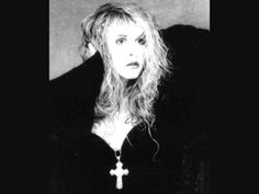 """Stevie Nicks Greta """"How many art lovers can one get to know?"""""""