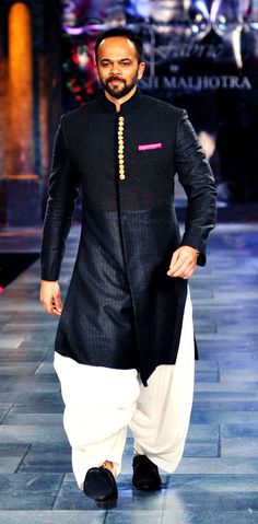 Rohit Shetty during a fashion show for The Mijwan Welfare Society, in Mumbai, on September. Kurta Pajama Men, Kurta Men, Indian Men Fashion, Mens Fashion Blog, Kurta Designs, Pathani For Men, Indian Groom Wear, Indian Wear, Sherwani Groom
