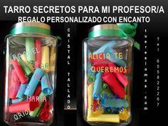 Tarro de cristal, tallado y pintado a mano, con los mensajes secretos de los alumnos.