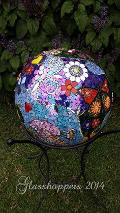 27 Best Pot Images in Stained Glass Garden Balls Mosaic Garden Art, Mosaic Flower Pots, Mosaic Diy, Mosaic Crafts, Mosaic Projects, Mosaic Glass, Mosaic Tiles, Glass Art, Mosaics