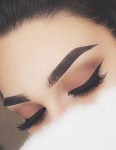 grunge makeup – Hair and beauty tips, tricks and tutorials Makeup Eye Looks, Beautiful Eye Makeup, Eye Makeup Tips, Cute Makeup, Smokey Eye Makeup, Glam Makeup, Eyebrow Makeup, Makeup Goals, Makeup Inspo