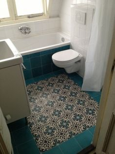 Badewanne/Dusche auch mit Farbe Bodenliesen?// Mosaico hidráulico em casa de banho