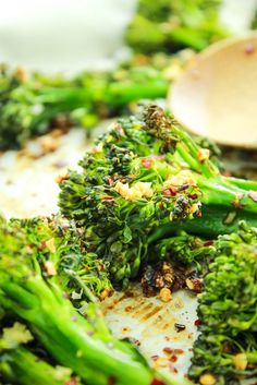 Easy Garlic Roasted Broccolini – The BEST way to cook broccolini. Toss with olive oil, garlic, and chili flakes and bake for 15 minutes.