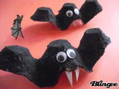 Scary Bats Theme Halloween, Halloween Door Decorations, Halloween Treat Bags, Spooky Decor, Halloween Crafts For Kids, Halloween Activities, Halloween Ghosts, Halloween 2018, Halloween Diy