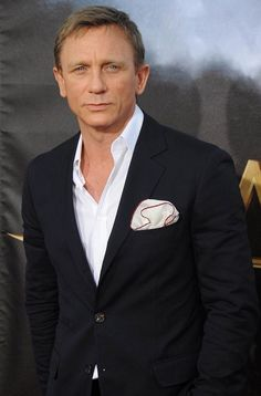 Celebrities - Daniel Craig Photos collection You can visit our site to see other photos. James Bond Daniel Craig, Daniel Craig Style, Daniel Craig Suit, Rachel Weisz, Moda Chic, Moda Boho, Hollywood Actor, Hollywood Stars, Moda Hipster