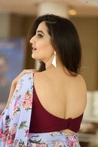Telugu Anchor Manjusha beautiful poses at 118 Movie Success Meet - HD Photos Beautiful Girl In India, Beautiful Girl Image, Most Beautiful Indian Actress, Beautiful Blouses, Beautiful Saree, Beauty Full Girl, Beauty Women, Saree Photoshoot, Indian Bollywood Actress
