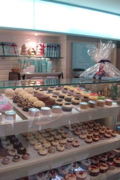 Lolas Cupcakes, London...yet another reason I REALLY want to go!