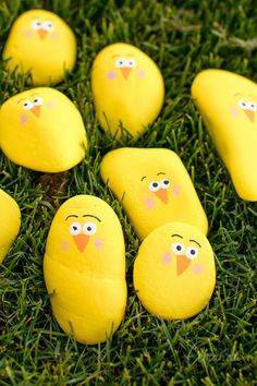 With the painted rock trend still going strong, we decided to make some adorable painted rock chicks for spring and Easter! Spring Crafts For Kids, Craft Projects For Kids, Kids Crafts, Craft Ideas, Diy Ideas, Easter Crafts, Holiday Crafts, Bunny Crafts, Easter Decor