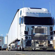 Hers your Freightliner Argosy in the daytime. Big Rig Trucks, Semi Trucks, Cool Trucks, Planes, Customised Trucks, Freightliner Trucks, Road Train, Cab Over, Diesel Cars