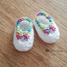 Quick newborn booties free crochet pattern - copyright by earthbabycrochet