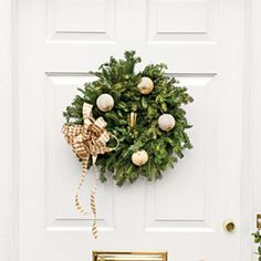 54 Festive Christmas Wreaths: Neutral Christmas Wreath