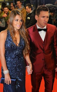 Lionel Messi and his wife Antonella Roccuzzo Antonella Roccuzzo, Fc Barcelona, Messi And His Wife, Football Wags, Lionel Messi Family, Messi Goals, Argentina National Team, Classy Suits, Good Soccer Players