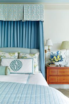 A Look at the Work of Dallas-based Interior Designer Amy Berry – Blue and White Home