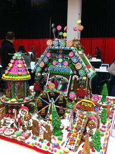 I so want to build a gingerbread house this year! A gingerbread Greek House :)