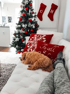 Christmas Aesthetic for Home – Cozy Xmas Decorations Ideas. Looking for inspiration and a great mood with Christmas aesthetic ideas? Save my collection of these Christmas tree ideas, Xmas lights aesthetic, wallpaper and cozy home decorations. White Christmas Trees, Christmas Room, Noel Christmas, Merry Little Christmas, Winter Christmas, Vintage Christmas, Christmas Ideas, Christmas Feeling, Christmas Vacation
