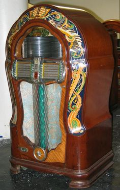 1948 wurlitzer jukebox antique record player, vintage box, vintage music, m Cars Vintage, Vintage Box, Vintage Music, Retro Vintage, Easy Healthy Dinners, Healthy Chicken Recipes, Slot Machine, Radios, Game Mobile