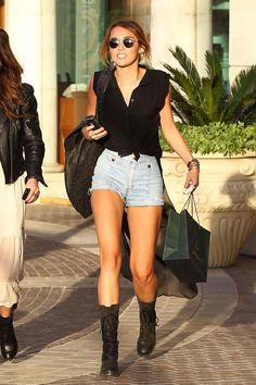 Not a fan of Miley but I love her outfit