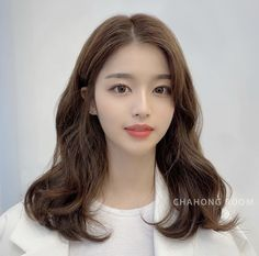 Korean Long Hair, Korean Hair Color, Asian Hair, Prom Hairstyles For Short Hair, Permed Hairstyles, Pretty Hairstyles, Medium Hair Cuts, Medium Hair Styles, Short Hair Styles