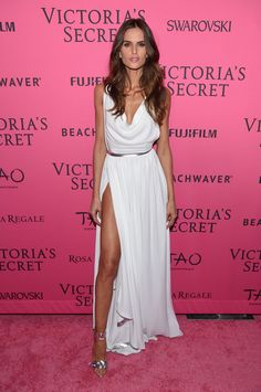 Izabel Goulart Photos - Model Izabel Goulart attends the 2015 Victoria's Secret Fashion After Party at TAO Downtown on November 2015 in New York City. - 2015 Victoria's Secret Fashion After Party - Pink Carpet Arrivals Izabel Goulart, Pink Carpet, Red Carpet Dresses, Red Carpet Looks, Moda Victoria Secret, Victoria Secret Fashion Show, Lily Donaldson, Stella Maxwell, Joan Smalls