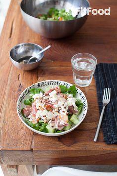 Maaltijdsalade met meloen, huttenkase en parmaham Lunch Recipes, Healthy Recipes, Healthy Food, Pasta Salad, Cobb Salad, Crackers, Salads, Spaghetti, Ethnic Recipes