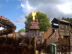 Cool fire effects! Flaming Oil Derrick - Chessington World of Adventures - Scorpion Express.  #Themesparx #theming #specialeffects