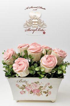 image of Idea del regalo del día de San Valentín ♥ Pink Rose Bouquet Cupcake