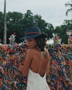 Qualquer coisa da Bahia todo brasileiro tem, se até o Brasil, certo dia, nasceu baiano também...