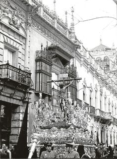 Holy Week, Dark Art, Louvre, Building, Travel, Old Pictures, Monuments, Black And White, Viajes