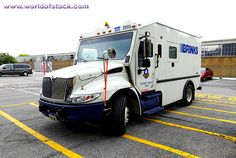 Armored Bank Trucks | Brinks Armored Truck Picks Up And Delivers Cash Money To Banks And ...