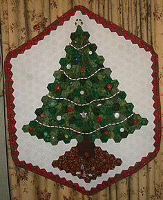Hexagon Cristmas Tree Christmas Patchwork, Christmas Tree Quilted Wall Hanging, Xmas Tree, Christmas Fabric, Christmas Sewing, Christmas Cards, Hexagon Patchwork, Hexagon Quilt, Hexagons