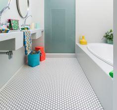 Sol PVC carrelage mosaique hexagonal blanc  IVC Group > Leoline France > Collection Smart > gamme BUBBLEGUM & LIQUORICE > Cortile 505