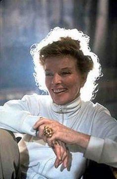 Hepburn high neck and long sleeves