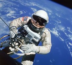A Space Walk That Went Gloriously Right: Edward White Makes History, June 1965 | LIFE.com