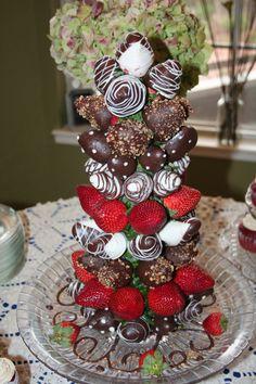 28 ideas fruit bouquet diy christmas trees for 2019 Chocolate Tree, Chocolate Turtles, Chocolate Dipped Strawberries, Chocolate Bouquet, Christmas Chocolate, Fruit Christmas Tree, Christmas Foods, Holiday Foods, Homemade Christmas