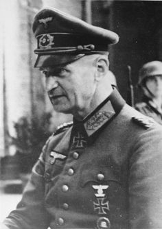 """Johannes Albrecht Blaskowitz ; † 5. Februar 1948 in Nürnberg) war ein deutscher Heeresoffizier . Im Zweiten Weltkrieg war er zunächst Armee-Oberbefehlshaber in Polen, dann beim Westfeldzug Frankreich sowie auch Befehlshaber der Besatzungstruppen. Er war Verfasser mehrerer Denkschriften über Gräueltaten der Einsatzgruppen. Später war er Oberbefehlshaber verschiedener Heeresgruppen. Nach Kriegsende wurde er im """"Prozess Oberkommando der Wehrmacht"""" angeklagt; er beging am ersten Verhandlungstag…"""