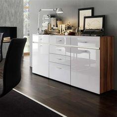 Un buffet blanc et bois pour rehausser le côté design et épuré des éléments de mobilier et apporter dans nos espaces de vie, une sensation de légèreté...
