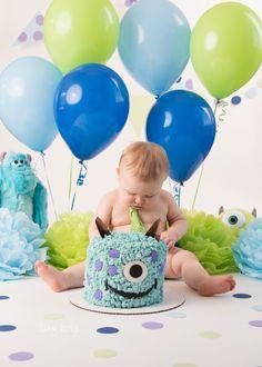 Monsters Inc Cake Smash - Cumple meses - Monster Smash Cakes, Monster Inc Cakes, Monster Birthday Cakes, Monster Inc Party, 1st Birthday Cake Smash, Monster Birthday Parties, Smash Monsters, Boys First Birthday Party Ideas, 1st Birthday Pictures