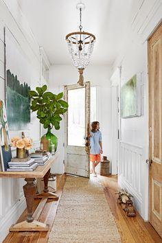 Rugs – Home Decor : rustic farmhouse entryway inspiration -Read More – Rustic Entryway, Entryway Decor, Coastal Entryway, Entryway Ideas, Entryway Lighting, Modern Entryway, Rustic Office, Hallway Ideas, Rustic Lighting