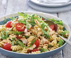Lekker voor de lunch of als diner! Best Pasta Salad, Easy Pasta Salad Recipe, Pasta Dinner Recipes, Healthy Pesto, Healthy Salad Recipes, Healthy Cooking, Healthy Diners, Diner Recipes, Diner Food