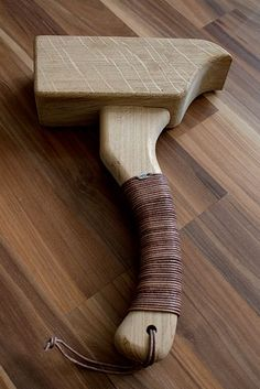 WOOD MALLET & LEDERRIEMEN BROWN | creativshake - Online Barschule