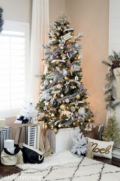 Tips and Ideas for Monochrome Christmas Decor by Kimberly Duran | The Oak Furniture Land Blog