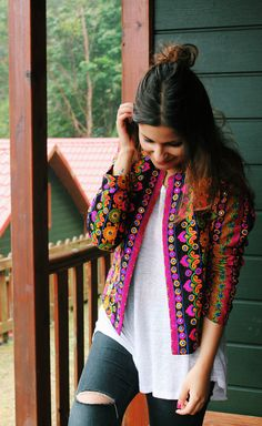 Stylish Jacket designs for kurtis - The handmade craft Mexican Fashion, Ethnic Fashion, Boho Fashion, Pakistani Fashion Casual, Pakistani Dress Design, Indian Designer Outfits, Indian Outfits, Frock Fashion, Fashion Dresses